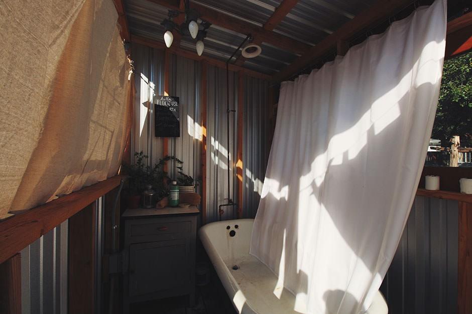 austin trailer airbnb bathtub