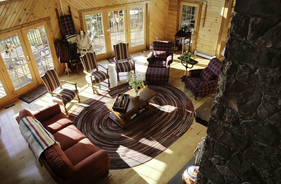 WOOLRICH LODGE INTERIOR LOOKING DOWN