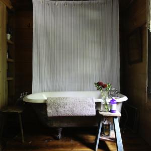 barn-in-tivoli-bath-tub